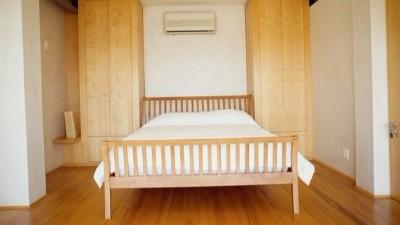 威洛斯,实木双人床,意式极简床,床头柜批发