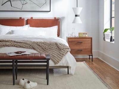 我们从室内设计师那里拿到的6个天才卧室布局想法