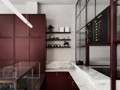红色厨房橱柜的7个想法可为换成大胆的色调提供有力的依据